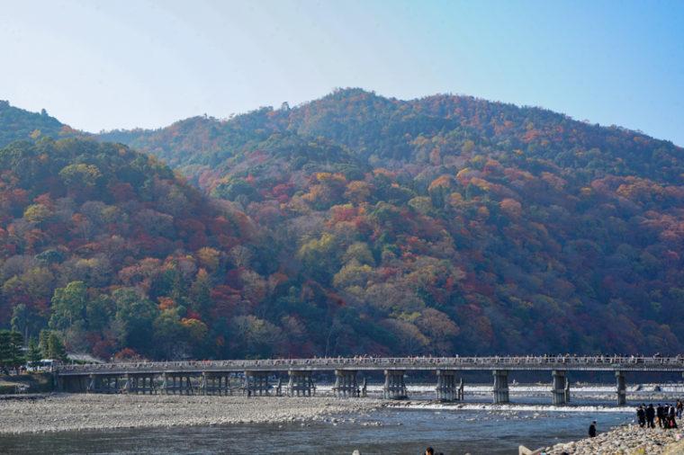 京都・嵐山の紅葉スポット「渡月橋」