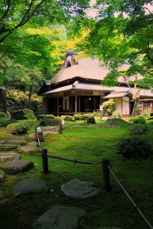 滋賀の絶景「石の寺 教林坊」