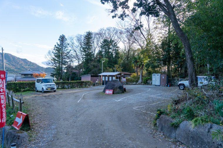 石の寺 教林坊の駐車場