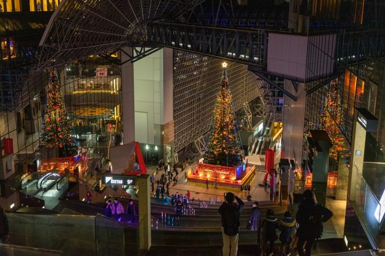京都駅ビルのクリスマスツリー