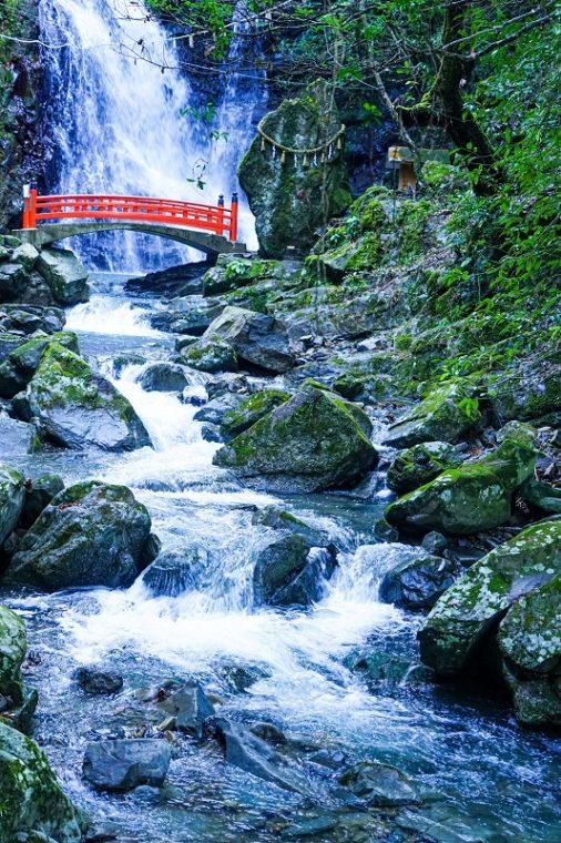 大阪のおすすめ絶景スポット「犬鳴山七宝瀧寺 行者の滝」